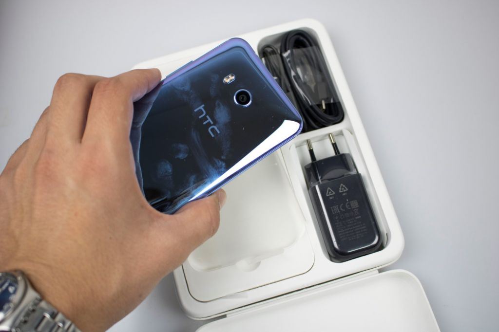HTC U11 review - Ultimate HTC - Mobosdata